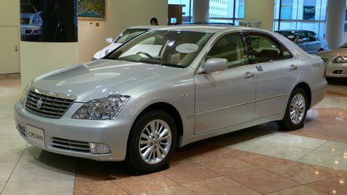 2005_Toyota_Crown-Royal_01