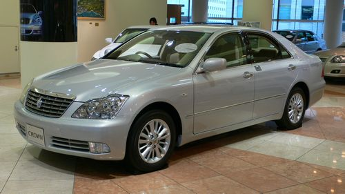 2005_Toyota_Crown-Royal_01