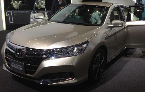 Honda_Accord_Plug-in_Hybrid_front_-_Tokyo_Motor_Show_2013