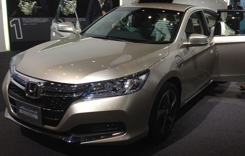 Honda_Accord_Plug-in_Hybrid_front_-_Tokyo_Motor_Show_2013