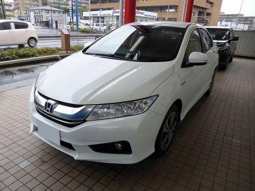 Honda_GRACE_HYBRID_EX_(GM4)_front