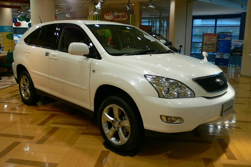 2003_Toyota_Harrier_01