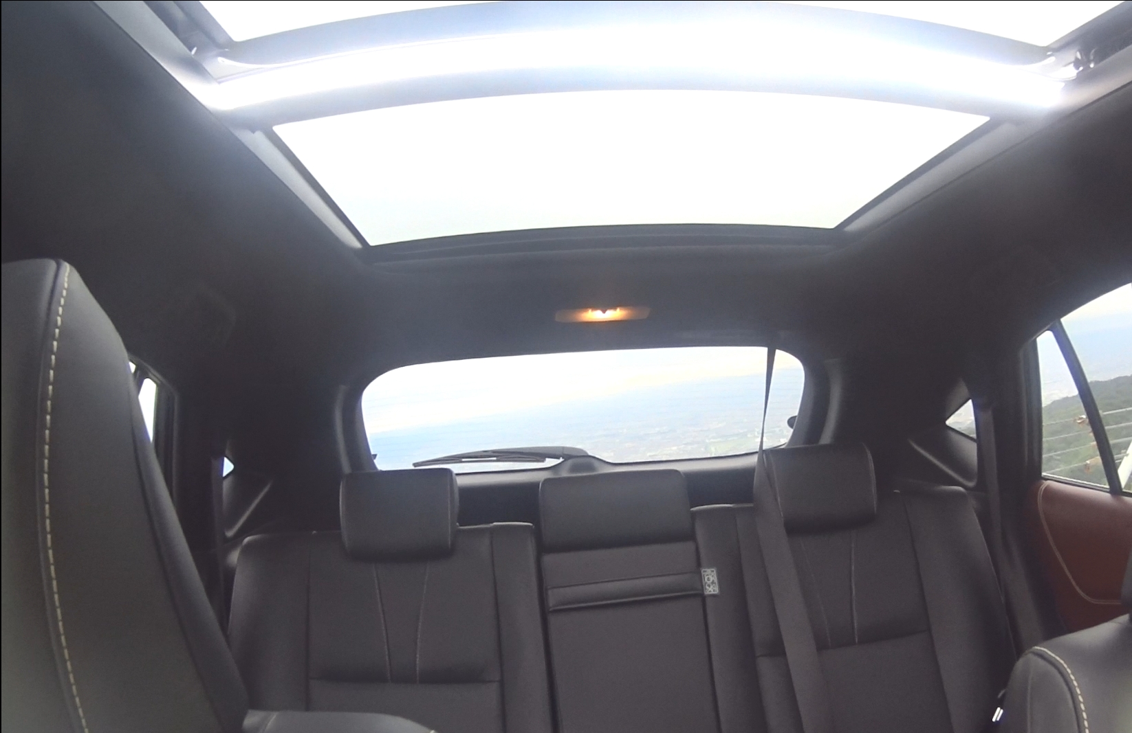 ハリアー前席から後部座席への眺め2