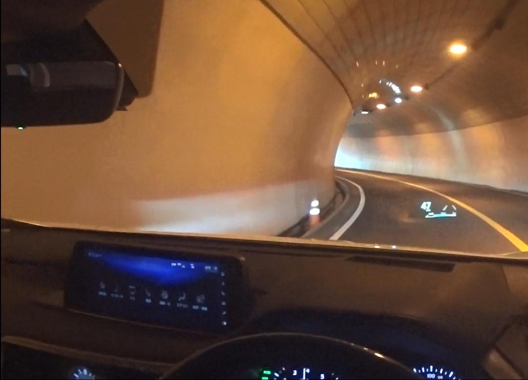 レクサスRX トンネル