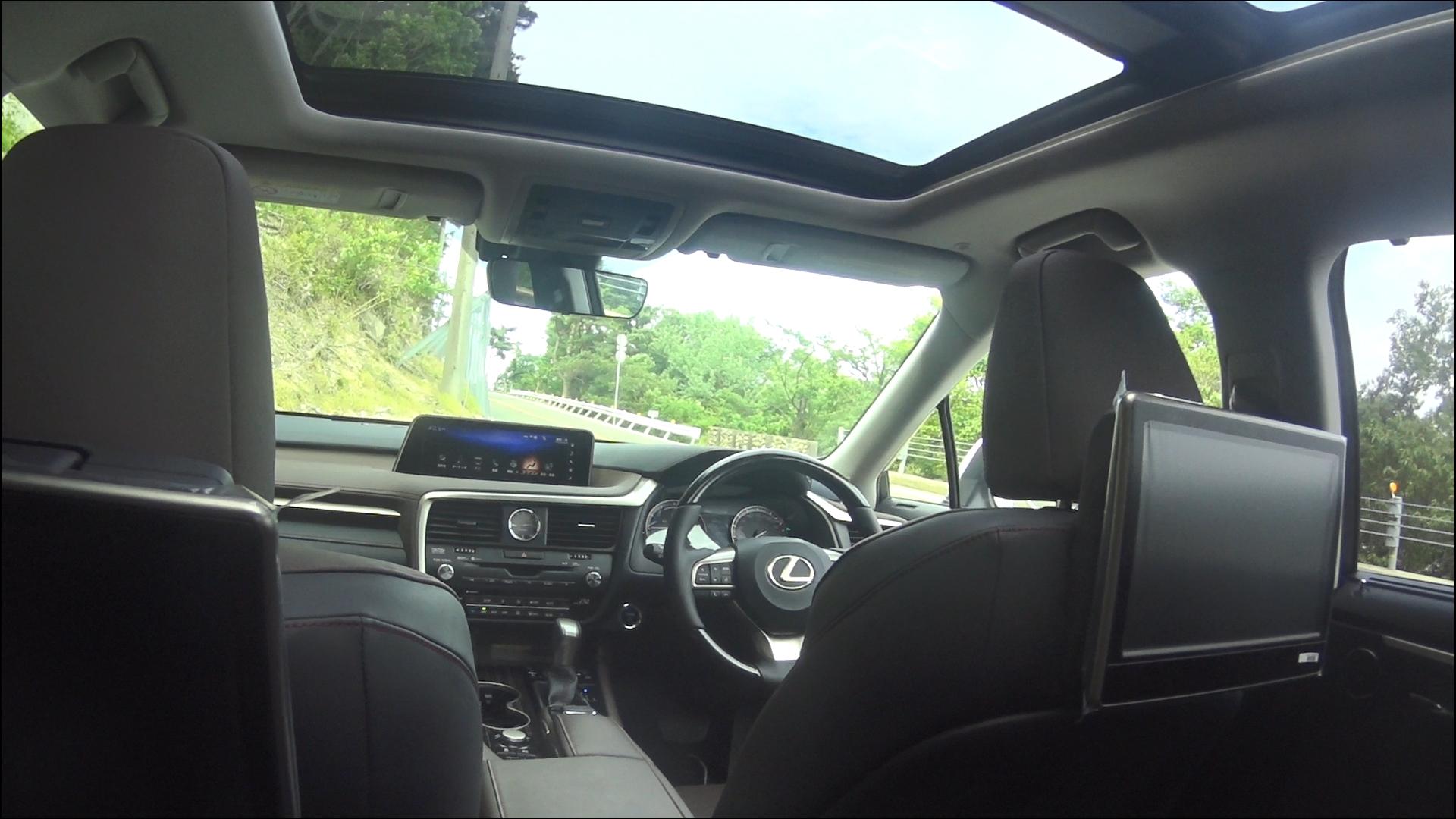 レクサスRX 後部座席からの眺め2