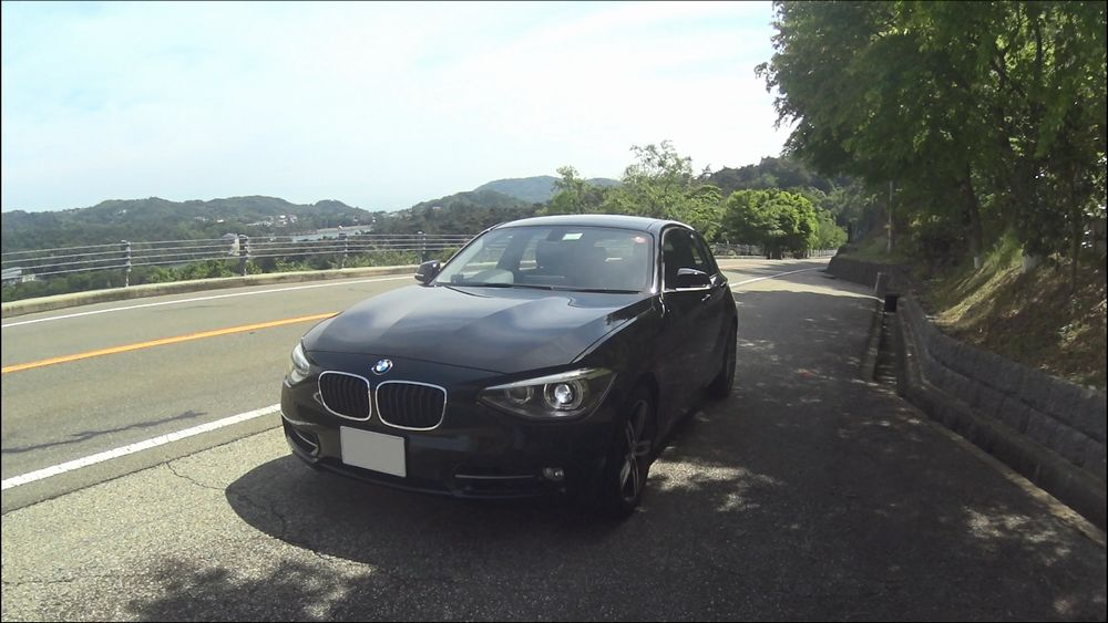 BMW 120i Sport 正面から撮影