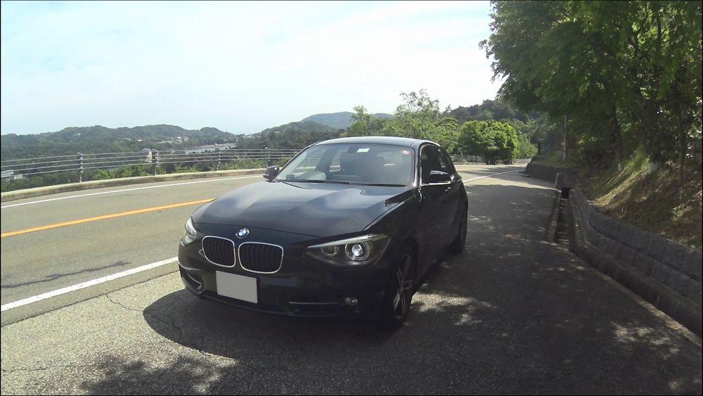 BMW 120i Sport 正面から撮影