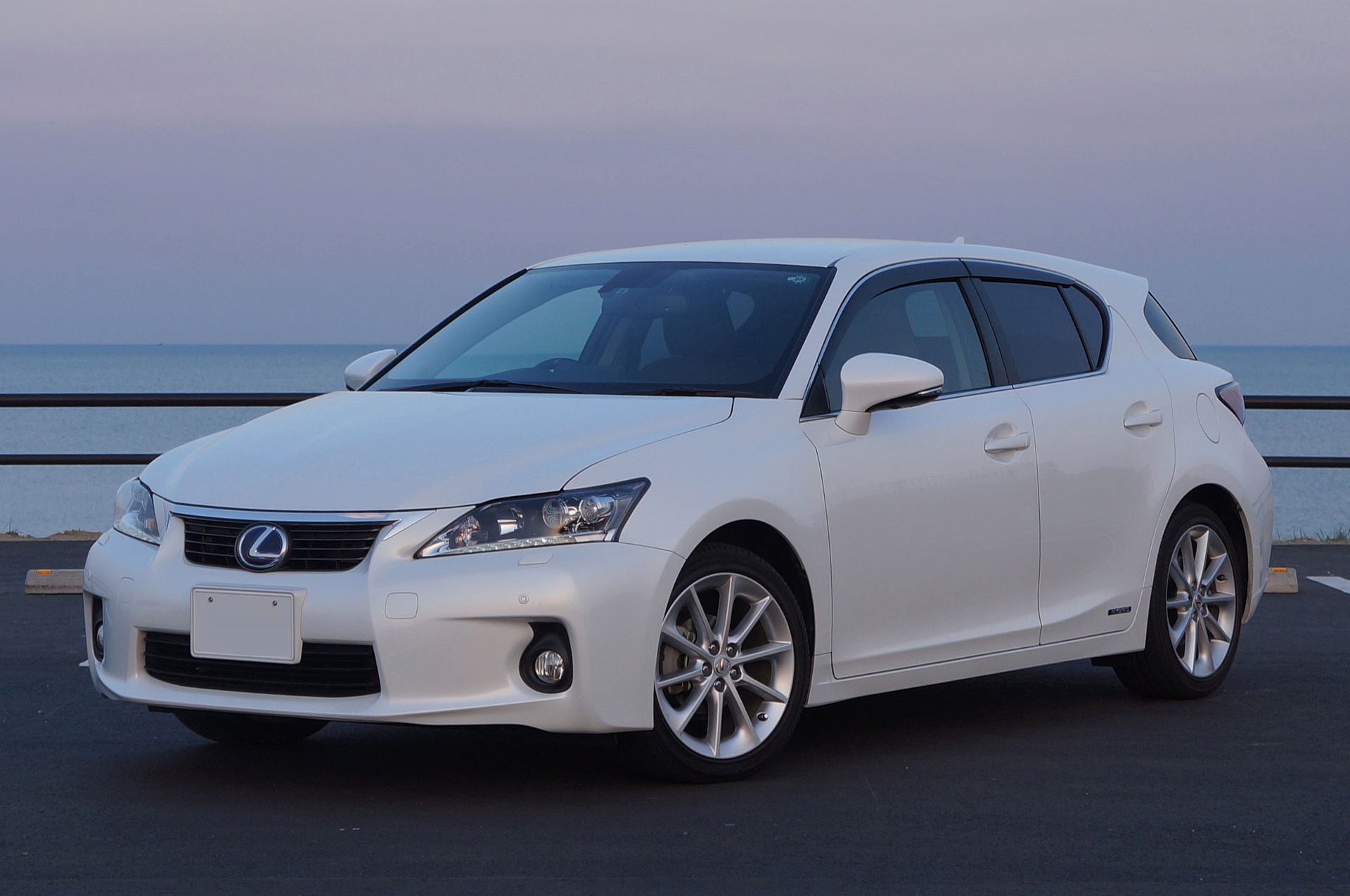 lexus_ct200h_japan_2011_front