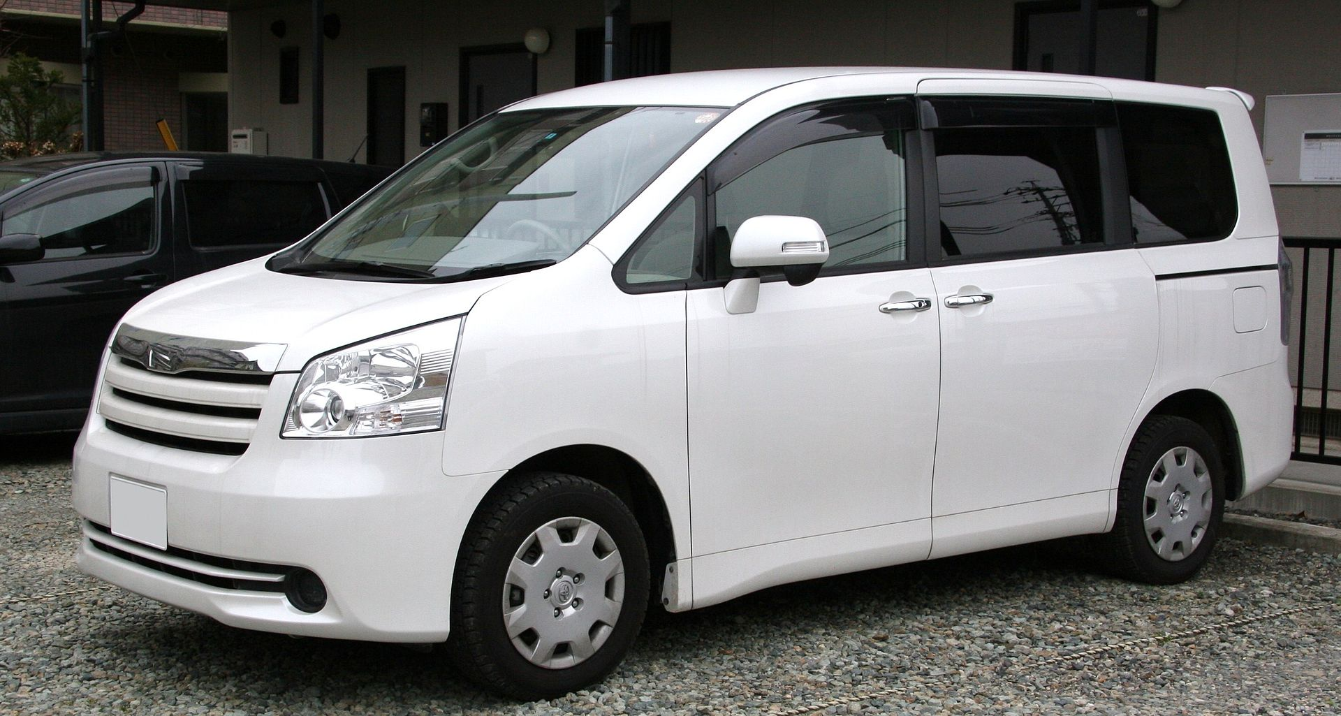 2nd_generation_toyota_noah
