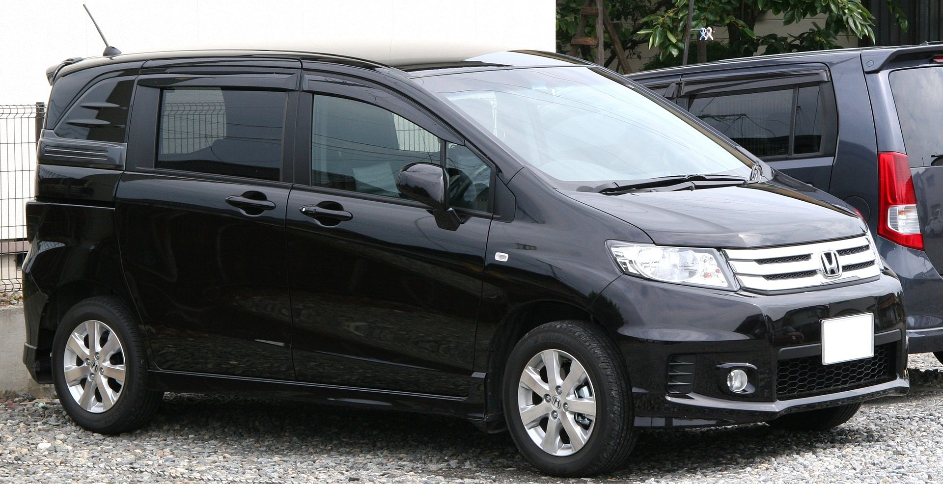 honda_freed_spike_aero