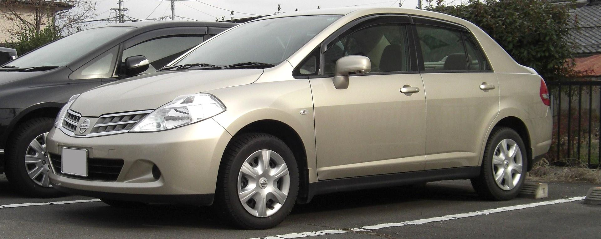 nissan_tiida_latio