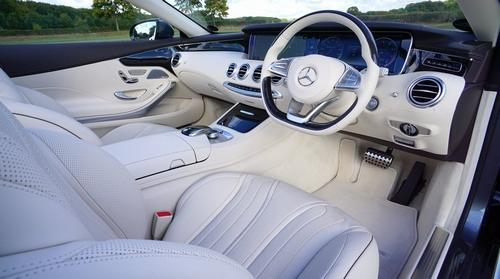 超高級車の内装