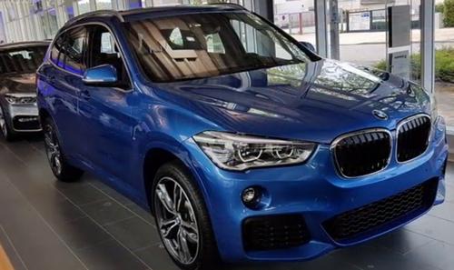 BMW X1ブルー